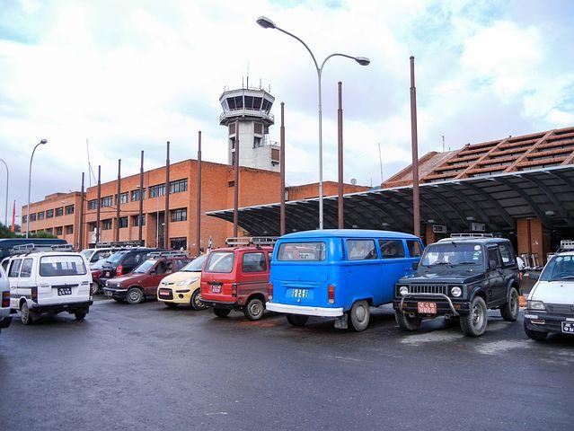 Parkolj ingyen a repülőtér közelében